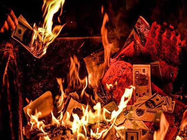 Khám phá nguồn gốc của tục đốt tiền vàng