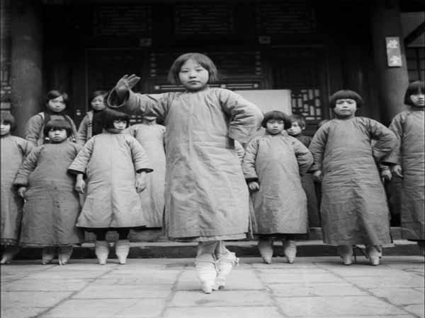 Tục bó chân gót sen Trung Quốc và nỗi đau thiếu nữ thời xưa