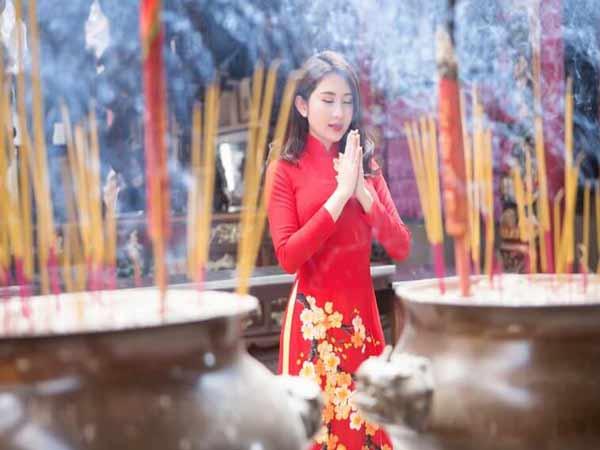 Tìm hiểu phong tục đi lễ chùa đầu năm