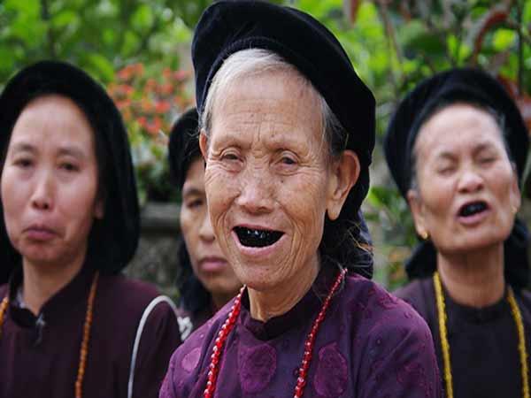 Nguồn gốc của phong tục nhuộm răng đen