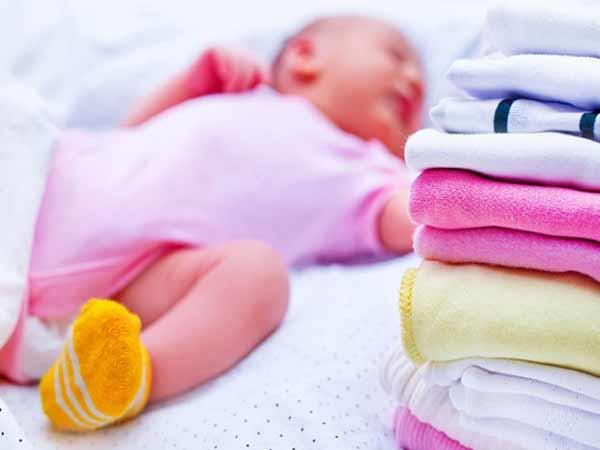 Tìm hiểu tục lệ xin quần áo trẻ sơ sinh lấy vía